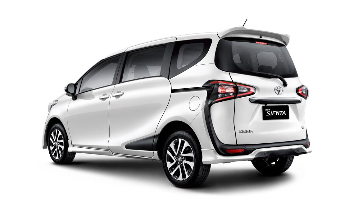 Tampak Samping Belakang Serong Mobil Toyota Sienta Auto2000